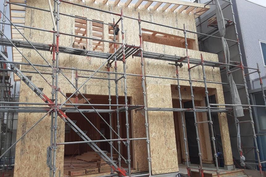 お家の骨組みになります。木材をたっぷり使用した頑丈な作りです。木造の2×4工法という構造です。